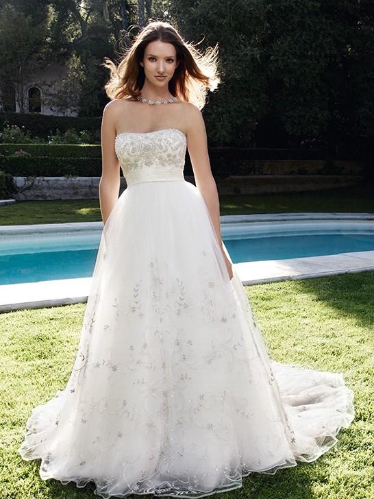 Ein wunderschönes Brautkleid in Ball Schnitt