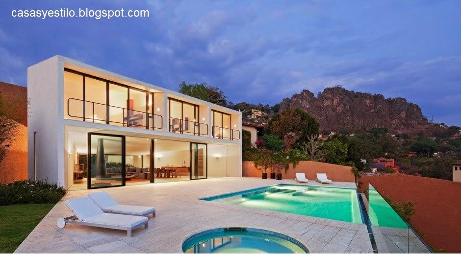 Casas grandes con piscina casas y estilo for Casas con piscina interior fotos