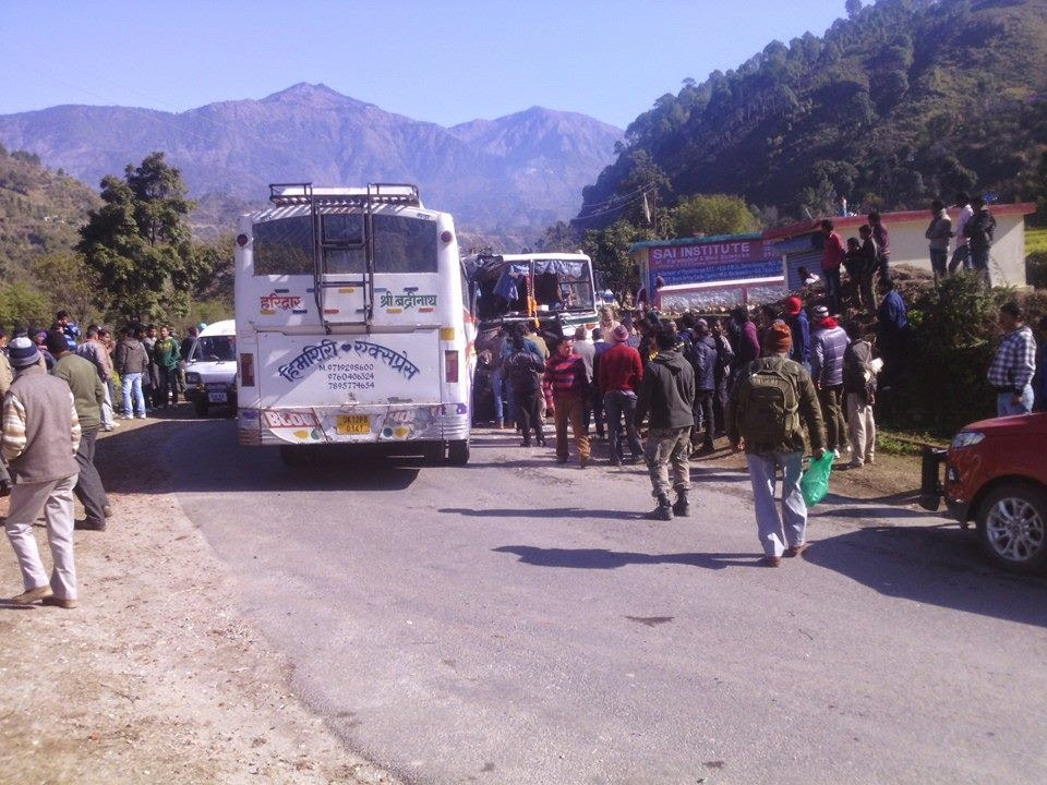 Himgiri Express and Uttarakhand Roadways buses accident at ...