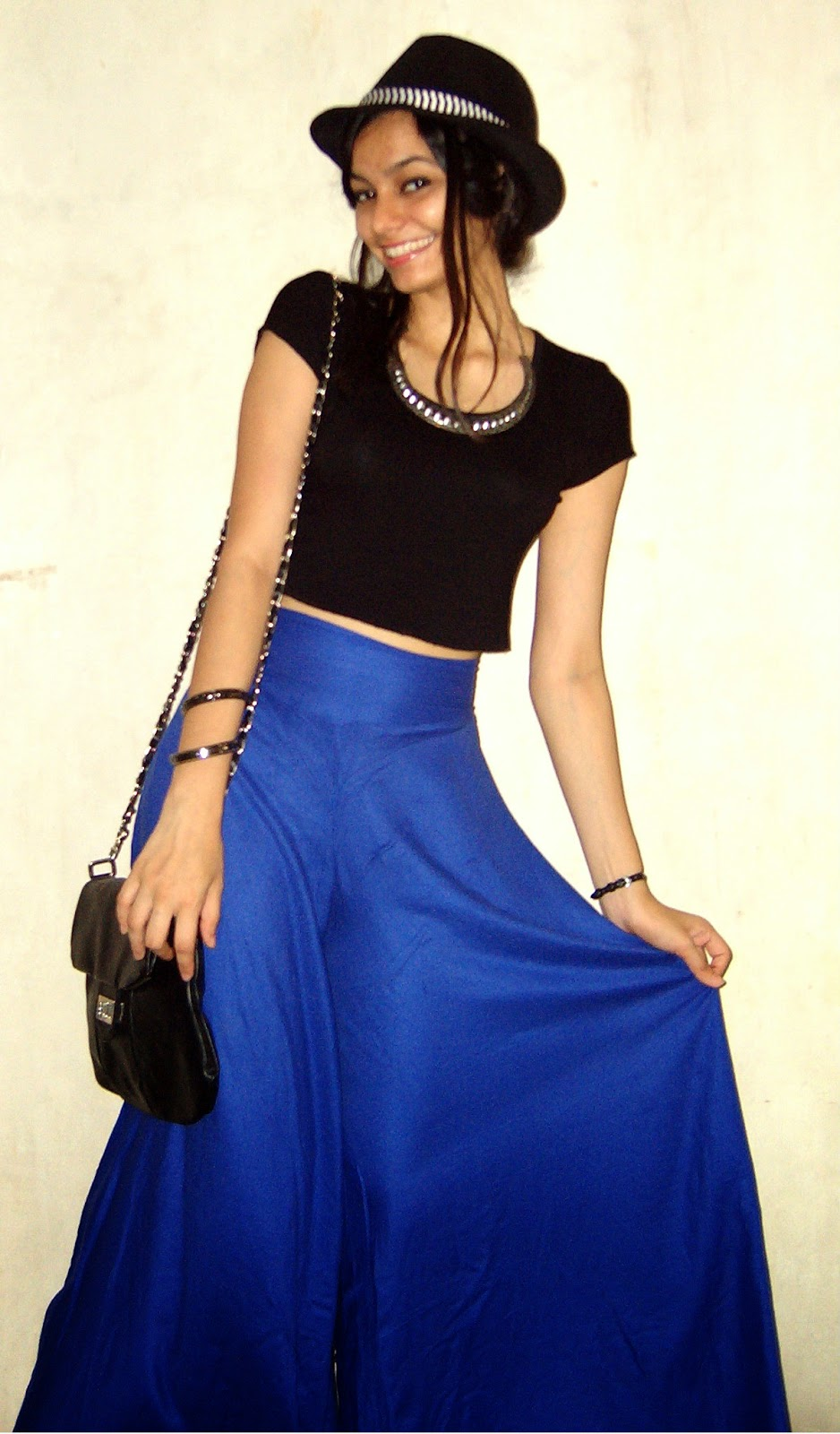 blue palazzo pants, blue wide leg pants, black top, simple black top, black hat, how to wear hats in summer, summer mumbai streetstyle, how to wear crop tops, everyday fashion in mumbai, what to buy in colaba, what to buy in bandra, street shopping, look for less