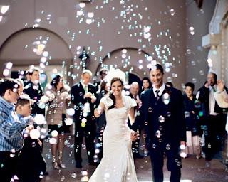 pompas de jabón en la boda