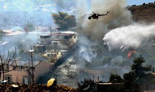 Μαραθώνας: Κάηκαν σπίτια –Εγκλωβίστηκαν πυροσβέστες....!! Σε ύφεση η φωτιά!!