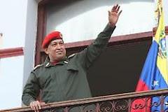 Chávez en el balcón del pueblo