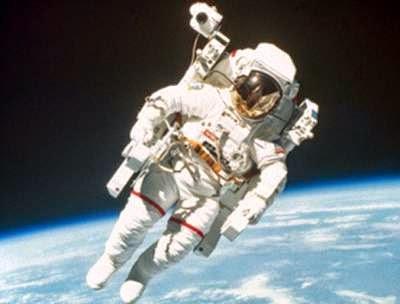 حقيقة spacewalk.jpg