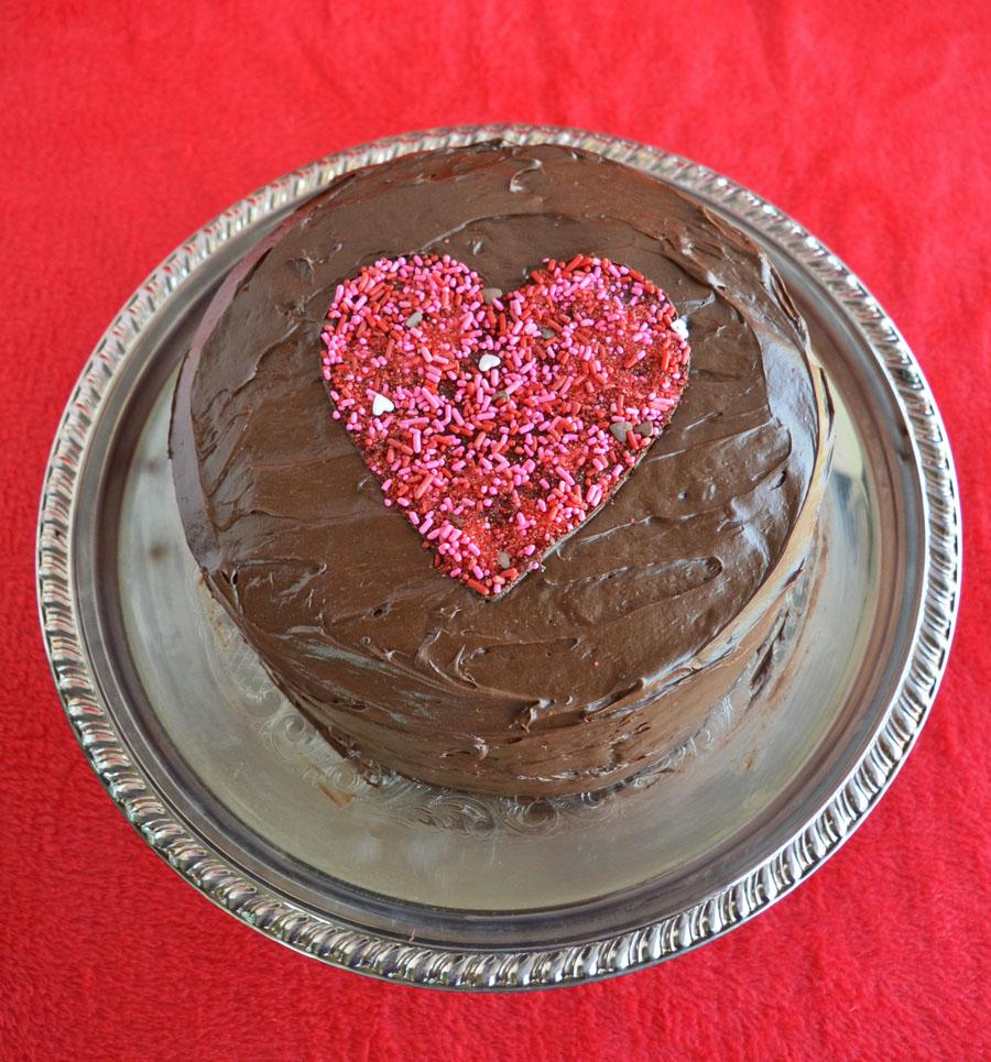 http://3.bp.blogspot.com/-YNI0pm3auoA/VMBnKRUt9bI/AAAAAAAAWCI/W9_rQ3cDflQ/s1600/chocolate-MM-pinata-cake-heart-engagement.jpg
