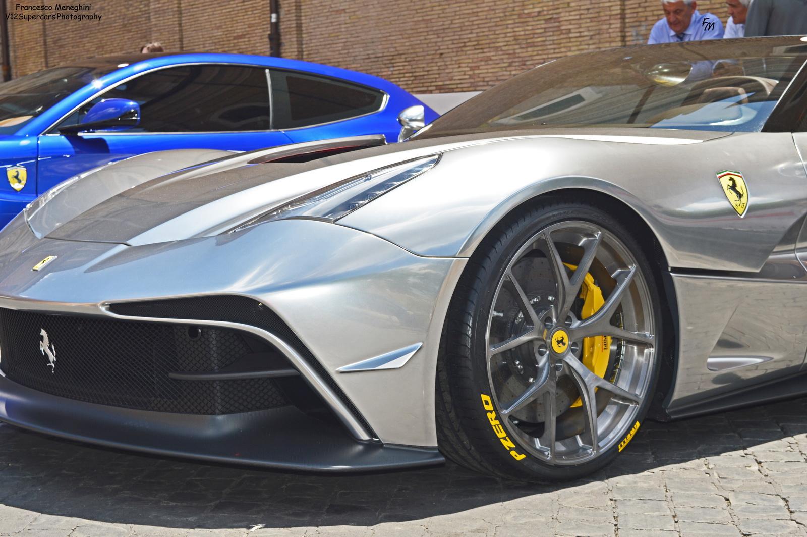 Ngắm vẻ sang trọng của chiếc Ferarri F12 TRS dát bạc