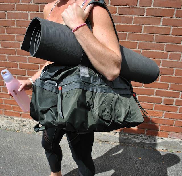 lululemon-gym-to-win-duffel