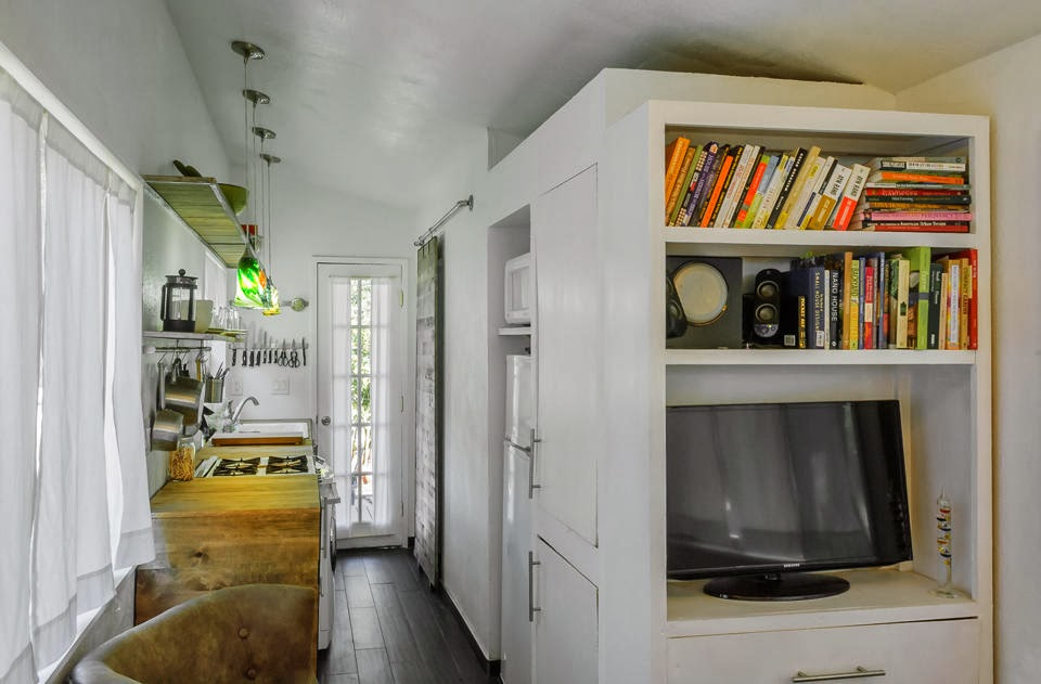 Miranda 39 s blog tiny house on wheels without the loft for How to build a tiny house on a trailer
