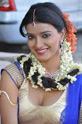 Manisha singh new sizzling pics-thumbnail-5