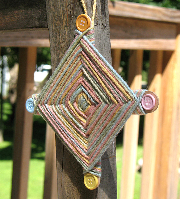 God's Eye Craft Instructions http://craftsbyamanda.com/2011/08/camp-crafts-gods-eye.html