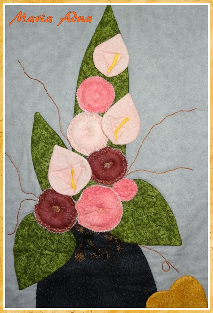 Panô, Painel, Vaso flores, vaso, flores, patchwork, foundation, 3D, apliquê, painéis, panôs, Maria Adna, publicado revista