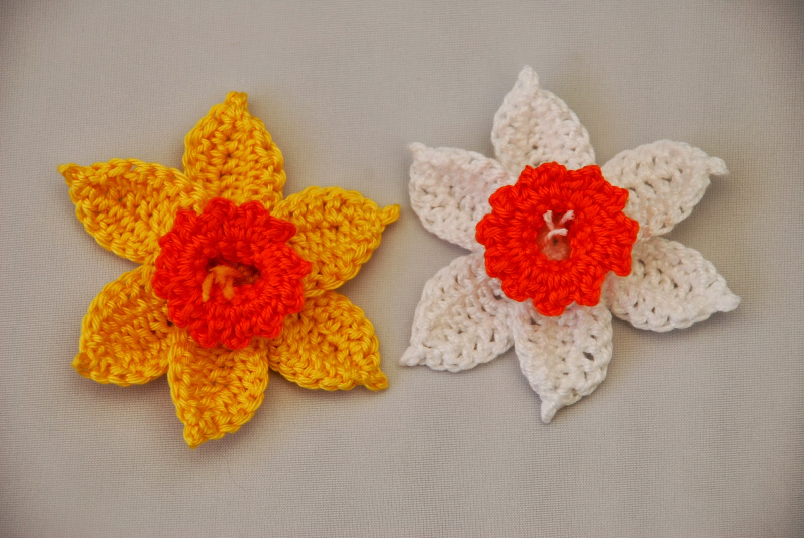 Crochet Daffodil pattern and tutorial: image of Amjaylou designed crocheted daffodils