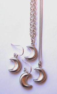 http://www.kirstytaylorjewellery.com/new-autumn-collections/478-silver-moon-earring-drops.html