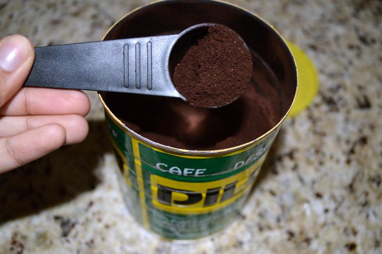 Pilon espresso coffee grinds