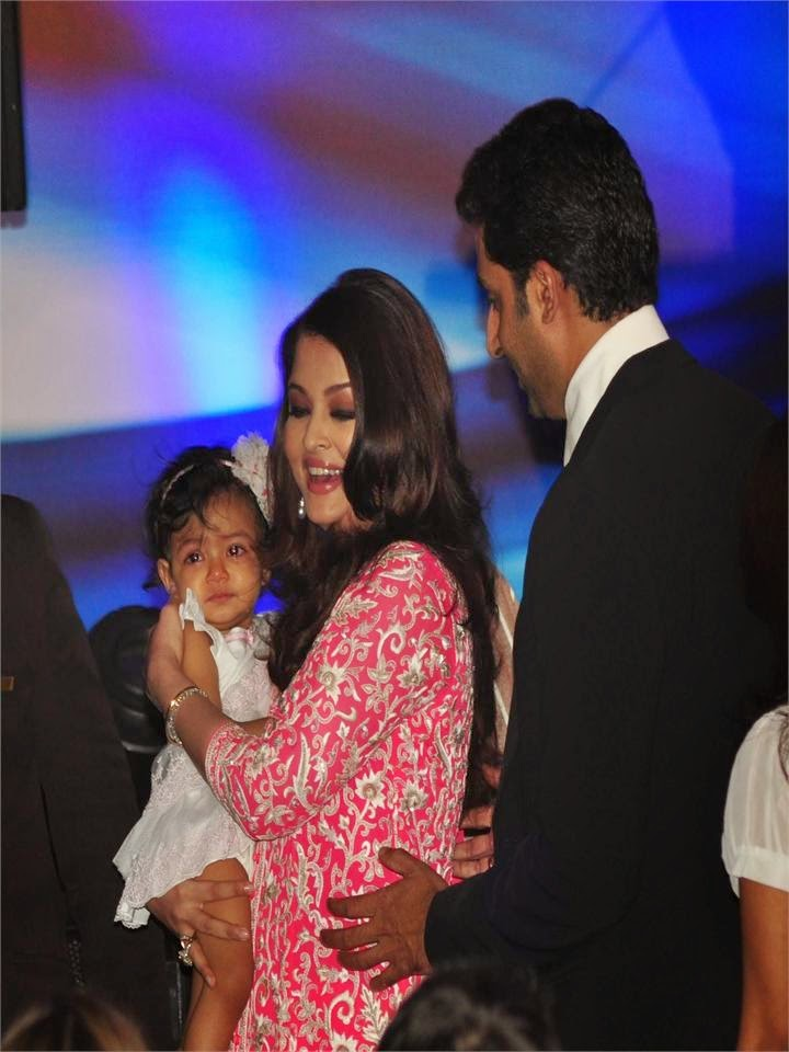 Aishwarya Rai and her cute daughter aaradhya bachchan with abhishekh bachchan unseen rare private life pics