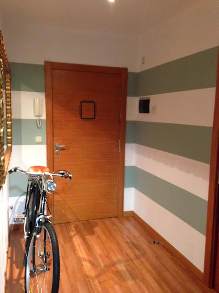Como pintar rayas pared aprender manualidades es - Pintar pared a rayas horizontales ...