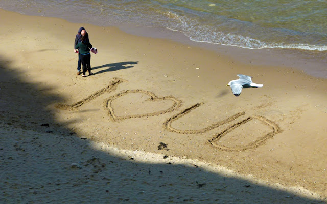 Marsden Bay, romance