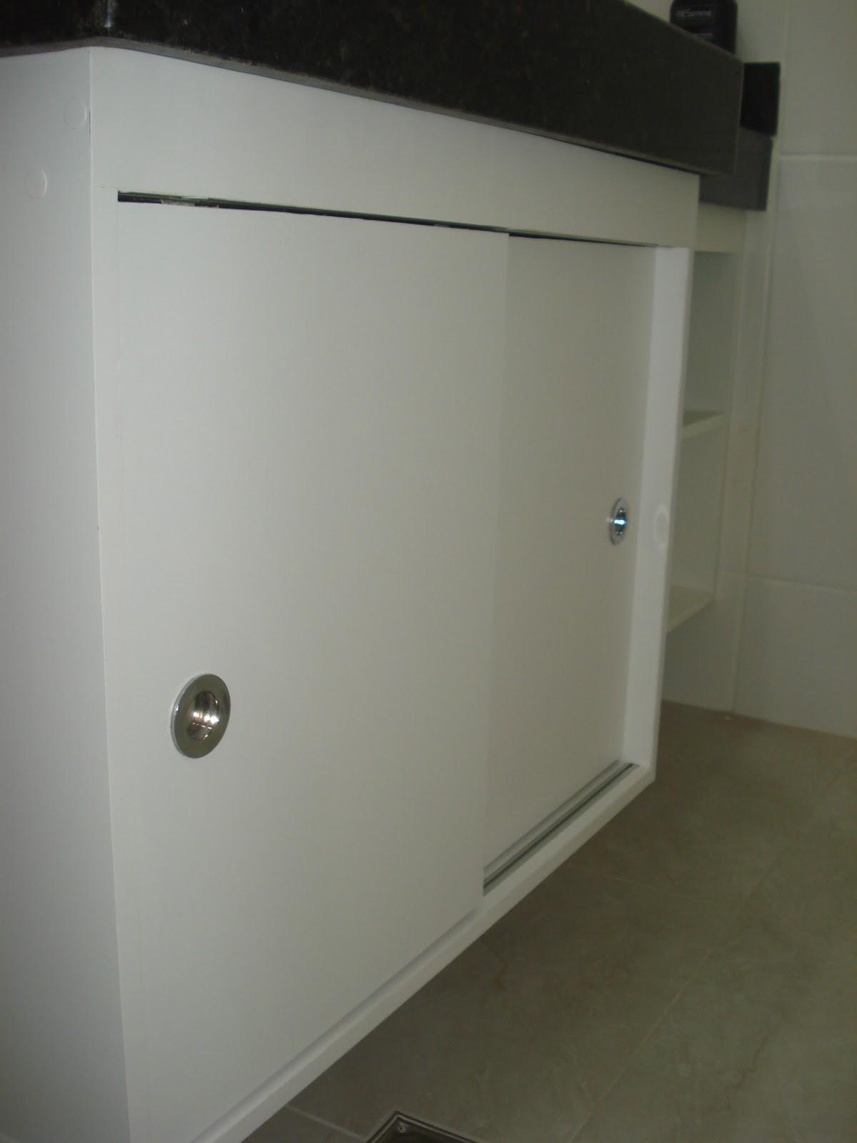 Planejados: Armário de Banheiro Branco com Portas de Correr #565340 1200x1600 Armario Banheiro Porta De Correr