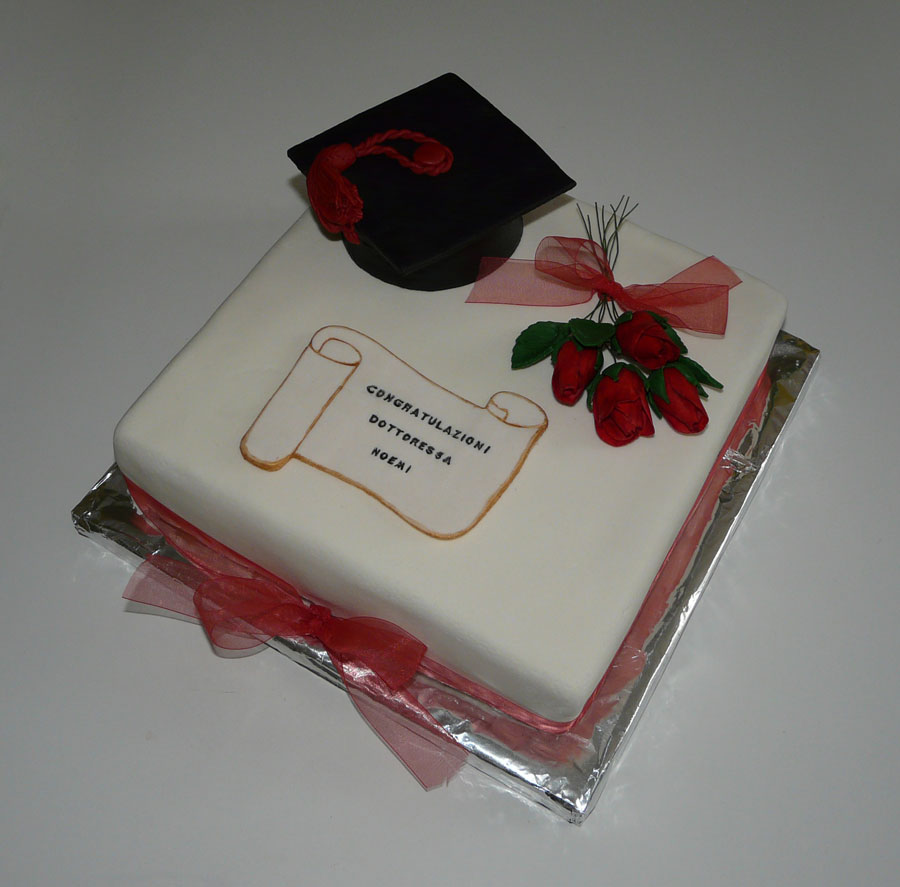 La cucina di anita torta di laurea for Decorazioni per torte di laurea