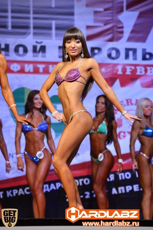 bikinimodel-kupalnik-fitnesbikini-poshiv