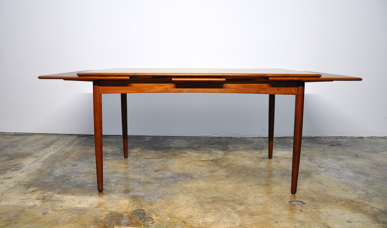 Select modern danish modern teak expandable dining room table for Expandable dining table