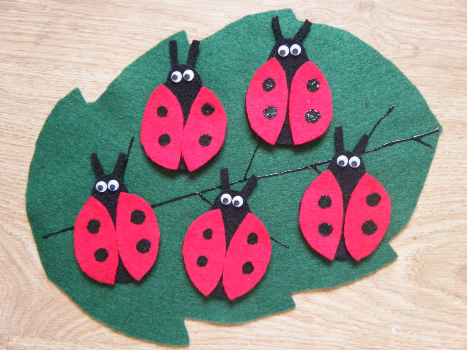 http://feltboardideas.blogspot.ca/2014/04/ladybug-ladybug-fly-away-home-ideas-for.html