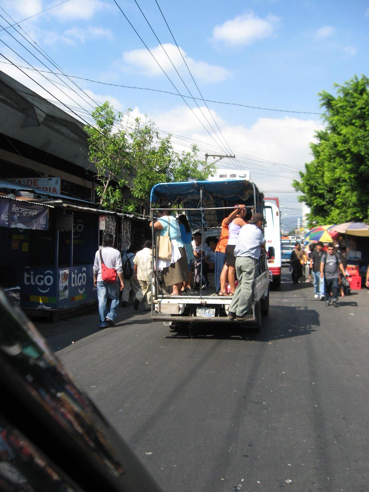 294 kB · jpeg, Nacionalizar el transporte público en El Salvador