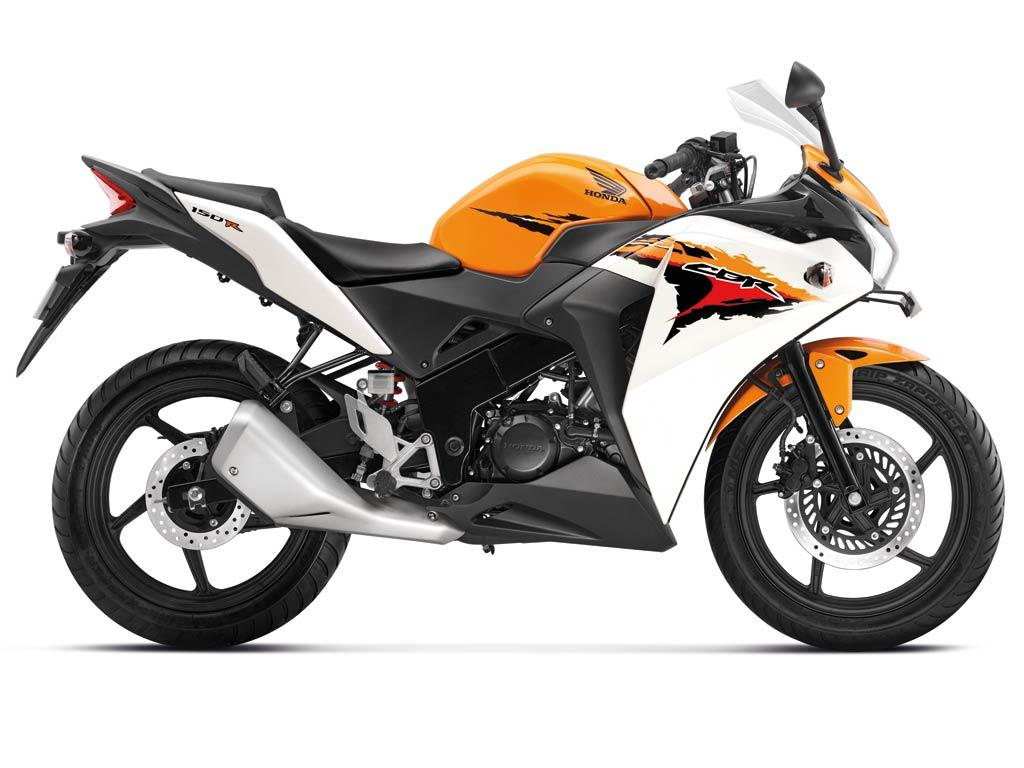 displaying its CBR150R at