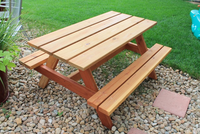 plans for building a children's picnic table | Quick Woodworking ...