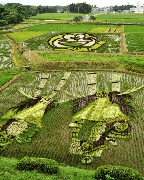 08-Tanbo-Art-Japanese-Rice-Paddy-Farmers-www-designstack-co