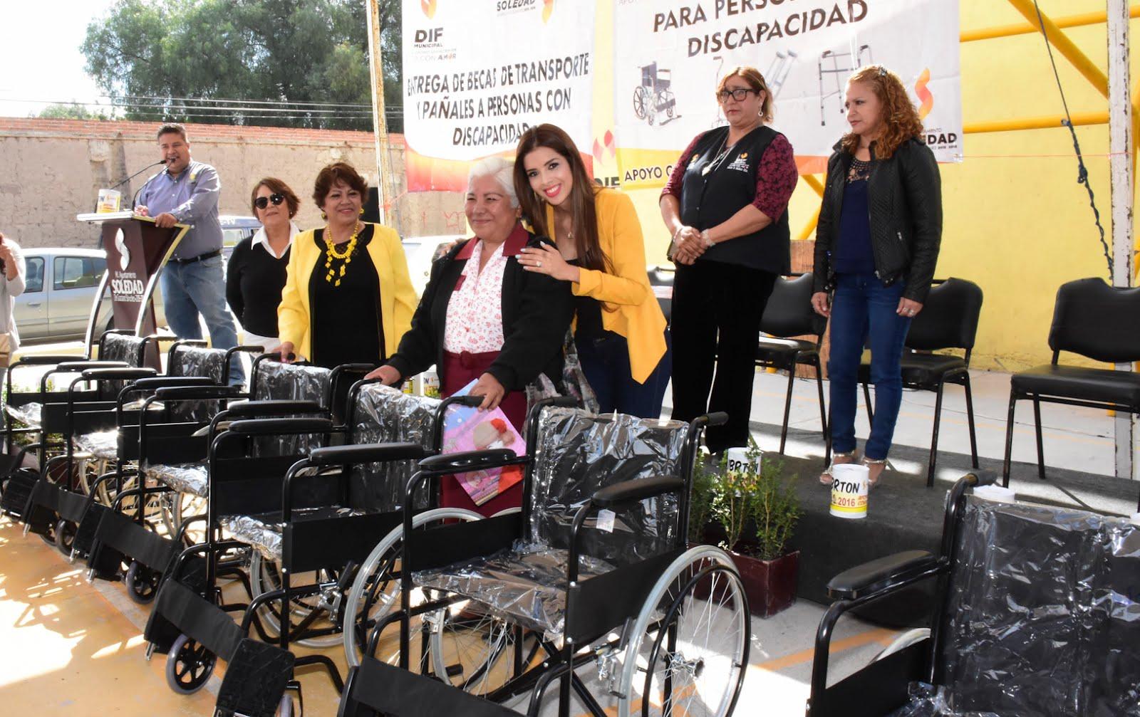 ENTREGA PRESIDENTA DEL DIF DE SOLEDAD SILLAS DE RUEDAS A PERSONAS CON DISCAPACIDAD