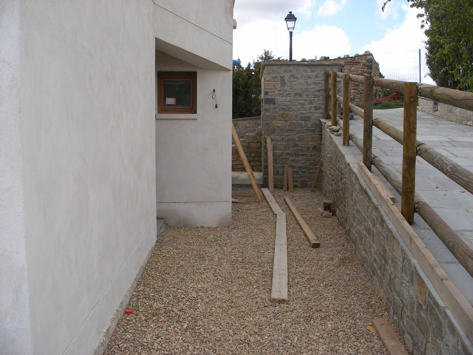Construyendo la casa bioclim tica 12 construcci n 10d - Patio ingles ...