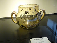 1885年頃、仏のエミール・ガレの作品「取手付きエナメル花器」