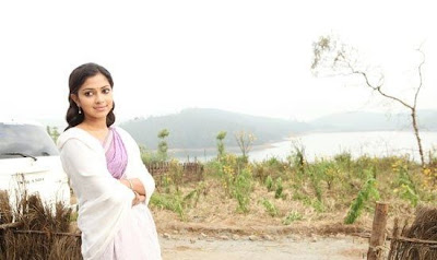 Amala Paul Cute in Deiva Thirumagan Movie Stills