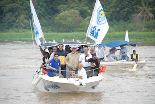 Hipólito Mejía realiza novedosa regata de campaña por los ríos Ozama e Isabela. Resta  importancia a pronunciamientos de Leonel Fernández  y asegura,  contar con el respaldo del pueblo.
