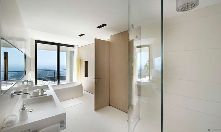 Bright bathroom in Modern Bayview Villa In French Riviera