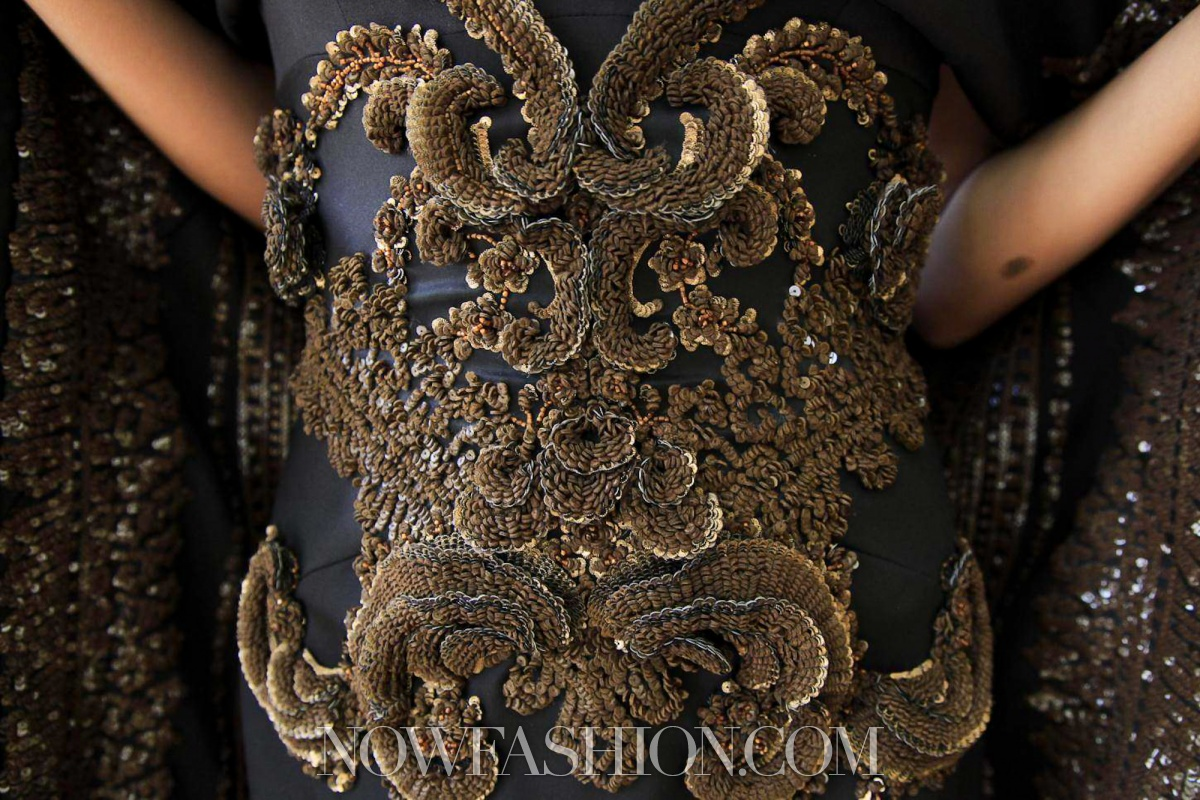 Alice 39 s little box lost in details givenchy couture for Haute design