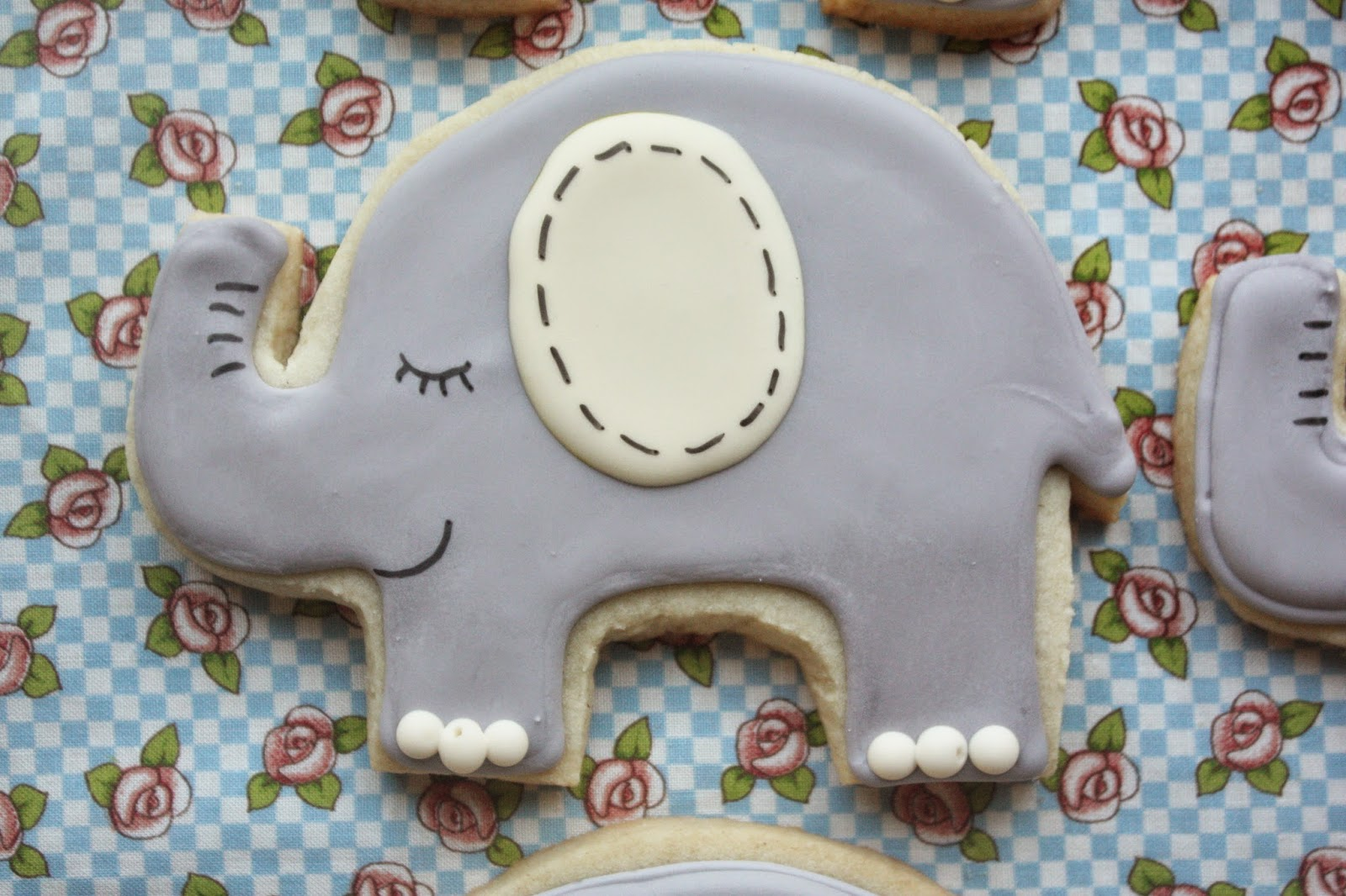 Munchkin Munchies: Elephant Cookies and Simply Perfect Party Cakes for ...