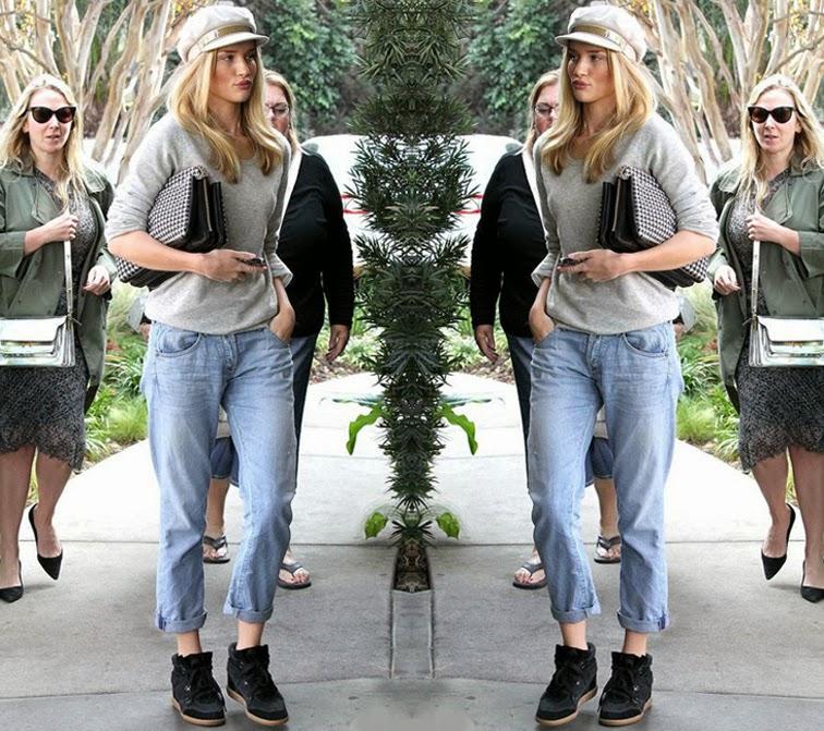Rosie Huntington-Whiteley mode off duty boyfriend jeans sneaker wedges