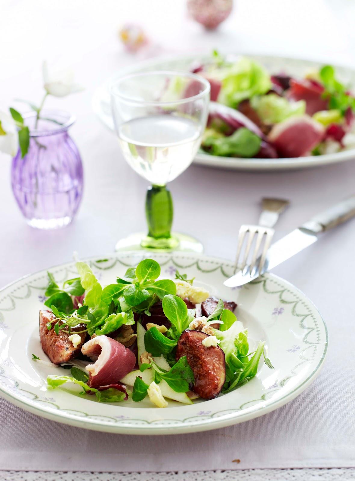 mad hovedretter salat med roeget andebryst figner valnoedder og paerer
