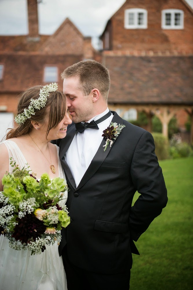 Lovely relaxed wedding shots by Martin Cartwright