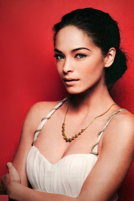 Short Celebrities: Kristin Kreuk height: 5ft 3in (160 cm)