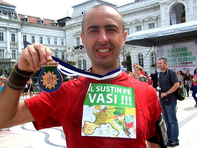 Florin Chindea. Maseur oficial la Maratonul, Semimaratonul şi Crosul Aradului. 6 iunie 2015. Vasile Stoica