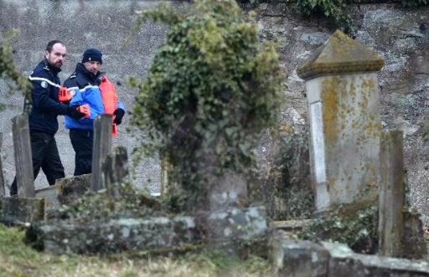 Cinco menores detidos por profanar cemitério judeu na França