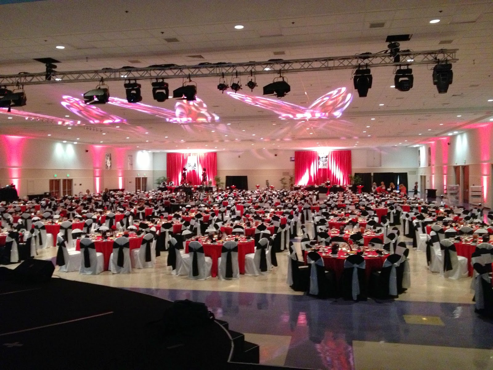 Party People Celebration Company Served As The Event Decor Designer For  This Years Annual Chamber Dinner. Coordinating Linens, Centerpieces And Room  Decor.