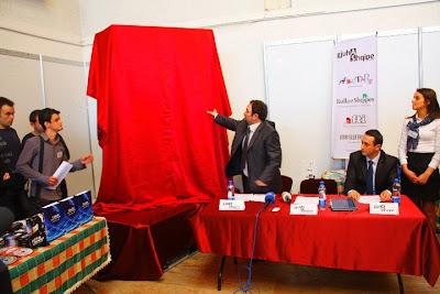 """Ecco il libro più grande del mondo si intitola """" La lingua albanese"""""""