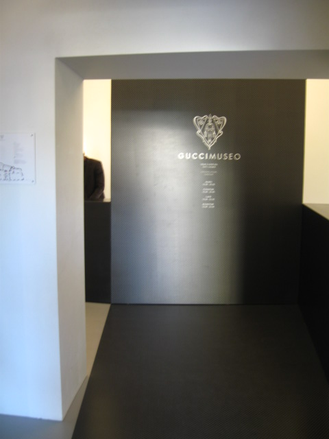 Gucci museo all around kaarl - Porta cartoline ...