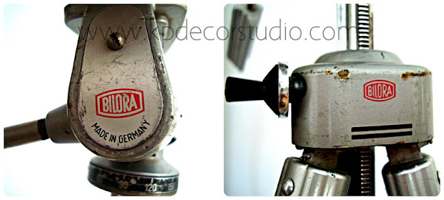 Trípodes alemanes de fotografía con lámpara insertada.