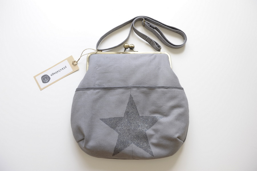 grey shoulder bag with star