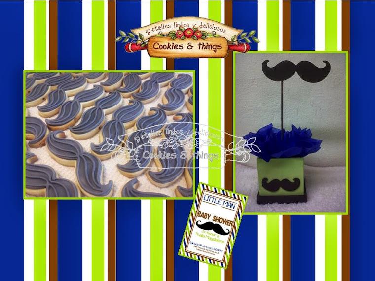 centro de mesa y galletas de bigotes